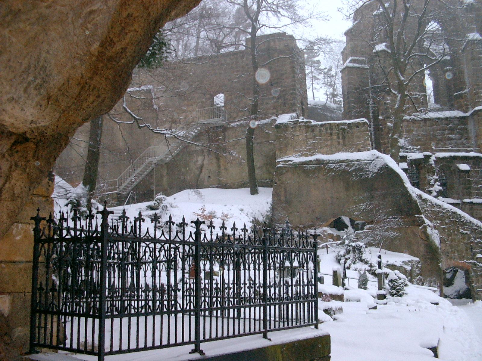 Oybin, Burg und Klosterkirche im Winter
