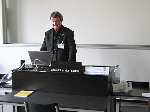Martin Rickenbacher (swisstopo) in Basel beim Referat